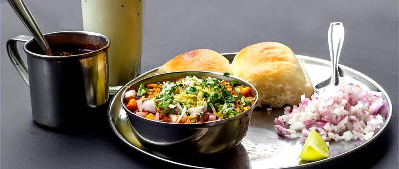 misal pav, vada pav, Maharashtrian food, Mumbai, India, Dubai