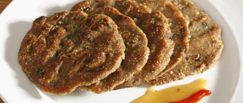 thalipeeth, misal pav, vada pav, Maharashtrian food, Mumbai, India, Dubai