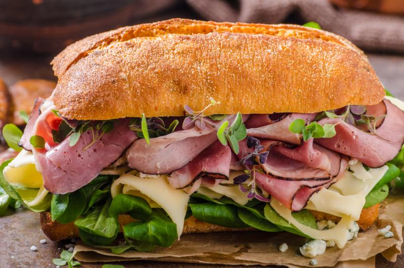 Sandwich with ham and cheese, lamb lettuce - simple and delicious